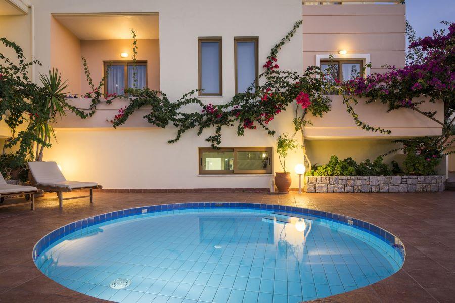 xây bể bơi tại nhà chi phí bao nhiêu